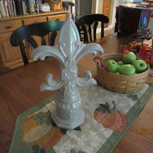 Fleur Di Lis Figurine Statue-Ceramic
